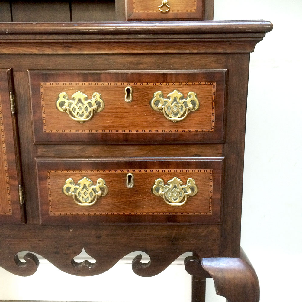 Vintage-Oak-Dresser-lower-drawers-detail-Napoleonrockefeller